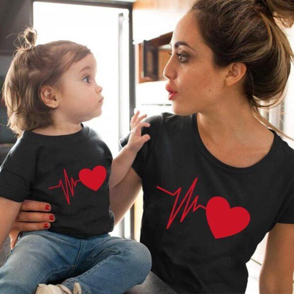 Tal Mãe Tal Filha Conjunto Camiseta Shorts Coração - Moda Família Roupas Combinando - Loja Oficial | XploudShop